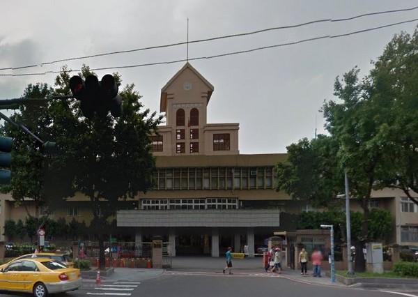 台灣新北地方法院外觀。(圖/翻攝自Google Map)