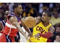 NBA/假摔王轉職抓板 厄文狂飆29分刺殺巫師