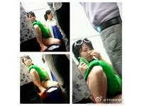 上海地鐵7號線「揉道女」 手摸下體忘情聞香
