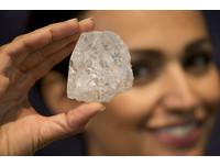 廣告詞沒錯「鑽石恆久遠」 轉化核廢料變「萬年電池」