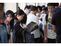 剩12.8萬人報考學測!創16年新低 准考證22日寄發
