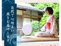 真的是電動的扇子! 日本推出靜音風扇宛如真人搧風