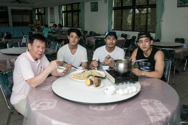 娛樂星光雲-2016年7月8日-寇家瑞台東卑南拍戲遇強颱 睡醒發現房間淹水了!