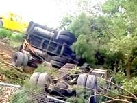 貨車疑爆胎翻落北二高 3人喪命