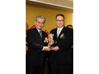 東森國際榮獲交部「最佳伙伴獎」 毛治國頒獎給王令麟