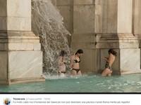 好熱!3辣妹古蹟當泳池 黑比基尼跳400年羅馬噴泉戲水