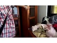 笨賊闖豪宅躲衣櫃3天才下手 尿尿遇到3歲娃嚇到縮回去
