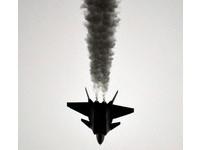 殲31「腸胃不好」冒黑煙? 空中放油試驗