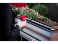 10分鐘的母愛!殯葬業十多年...他印象最深的是「一位媽媽」