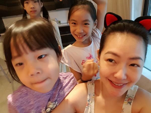 3個女兒畫全家福只有4個人 小S急問:爸爸勒?