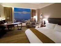 為什麼酒店要放4個枕頭? 「睡姿圖解」教你可以這樣用