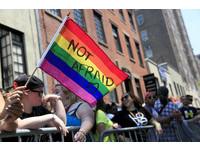 川普廢歐巴馬「跨性別友善廁所」!LGBT人士聚白宮抗議