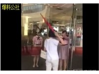 百貨營業時間還沒到..自開玻璃門遭阻 婦竟拿傘要打迎賓員