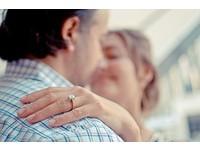 面對感情危機 男人越會花大錢送女人精品鞏固地位