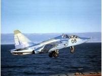 中國研製艦載教練機 SU-25為藍本?