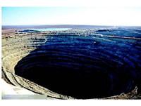 世上最大的「和平鑽石礦坑」連飛機都不敢穿越