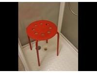 坐洞洞椅洗澡「咻一下滑進去」 挪威男慘「卡蛋」