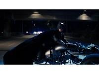 電影黑暗騎士迷看過來 帥氣的蝙蝠機車這邊有得買