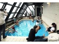 所有男人都認識的游泳池 只要花3.4萬就能「一圓夢想」!