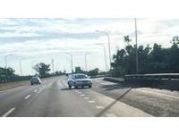 快速道路轎車迎面而來 網友疑惑:他逆向還是我逆向?