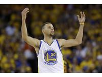 快訊/柯瑞神破NBA紀錄 單場猛轟13顆三分球!