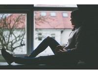 太害羞、怕出糗? 7大徵兆顯示你可能有「社交恐懼症」