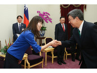 陳建仁接見女太空人 讚山崎直子要訓練還兼顧養育小孩