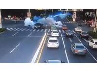 Land Rover起步3秒「爆炸」門板噴飛 安全氣囊也炸開