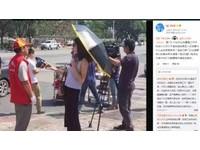廈門女記者「戴墨鏡撐傘」訪問 挨批不尊重新聞專業