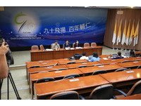 抗議夏林清遭停職輔大生突襲記者會 校方:有暫停職務必要