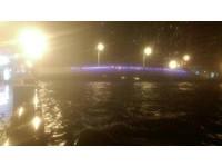 台南運河水位滿溢「史上罕見」 安平路路面部分積水