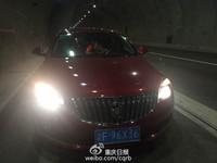 傻眼!「閨蜜團」高速公路隧道停車打麻將 要等免收費