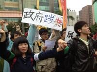 在野黨皆簽署反壟斷聲明 學生:國民黨團「踹共」