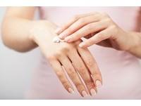 偏白泛黃、易碎...4種指甲狀況告訴你「身體缺什麼營養」