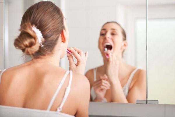 刷牙,浴室,鏡子,廁所。(圖/達志/示意圖)