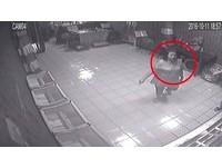 賊婦「裝熱心」潛佛堂 信徒在前跪…她在後翻錢包偷3萬