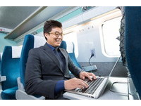 南韓《屍速列車》加裝複合式充電座 緊急時刻不斷電