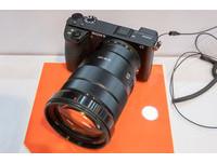 價格破四萬!有五軸防震、觸控螢幕的Sony α6500上市