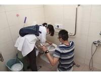 截肢住院8月 台南強震倖存者洪家益首次返家