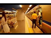 妙齡短裙女搭火車遭摸大腿 嫌犯逃跑不成褲檔「濕了」
