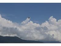 花蓮巨響連3聲 F-16在中央山脈4萬米上空突破音障