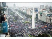【ET晚報】16歲少女遭灌毒SM虐死 阿根廷萬人罷工抗議