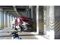 即/砂石車隧道自撞!車頭半毀 蘇花公路164.8K雙向封閉