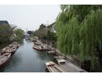 悠揚〈下雨歌〉聲中漫溯柳川 輕舟滑過靜止百年的寧靜
