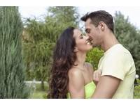 親密肢體接觸不能少! 「12個幸福關鍵」讓愛情長長久久