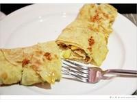 台中文青風老屋早餐店 蛋餅淋上自製辣醬超對味