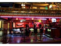 身穿超緊黑色女僕裝...曼谷夜店區低調開張還是好性感