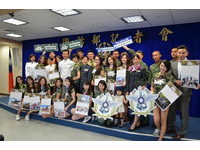 圖多/以善為題!國防部合作長榮空姐 推愛心年曆