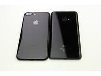 小米MIX動眼看與iPhone 7 Plus曜石黑比一比