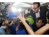 藍綠立委爆激烈推擠 一例一休議事錄在混亂中確認